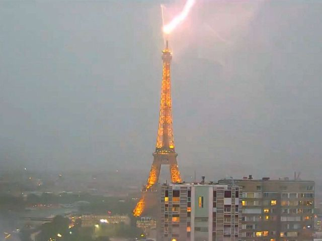 paris-lightning-eiffel-tower3-ml-180530_hpMain_4x3_992